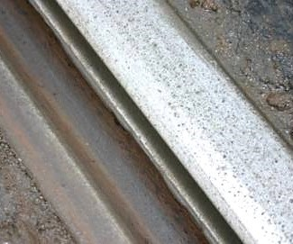 Grooved embedded tram rail with side wear